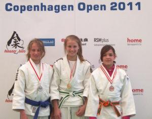 Yasmin Aderhold (rechts) holt Bronze